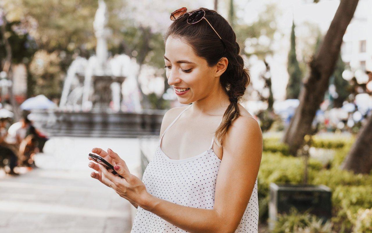 Une femme qui telephone au Mexique