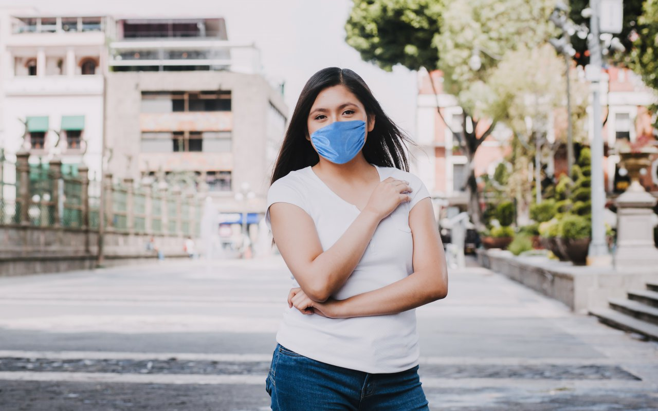 Femme portant un masque au Mexique